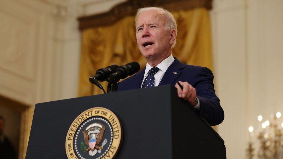 Biden promete revisar el sistema de inmigración